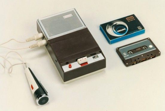 900903-13-20-first-philips-cassette-recorder-1963-Ph100-147-4-lrg-660x595