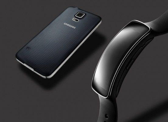 Samsung Gear Fit clipset wearable smartphone