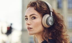 beoplay-h9-mujer